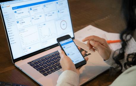 SnelStart software op je telefoon of laptop
